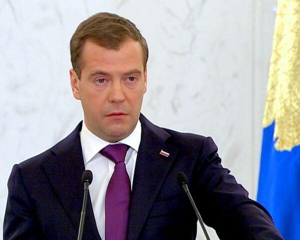 Взяточников нужно штрафовать в стократном размере – Медведев