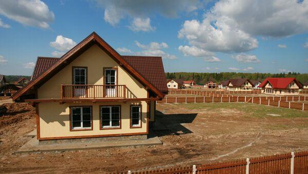 Строительство коттеджей в дачном поселке Подмосковья. Архив