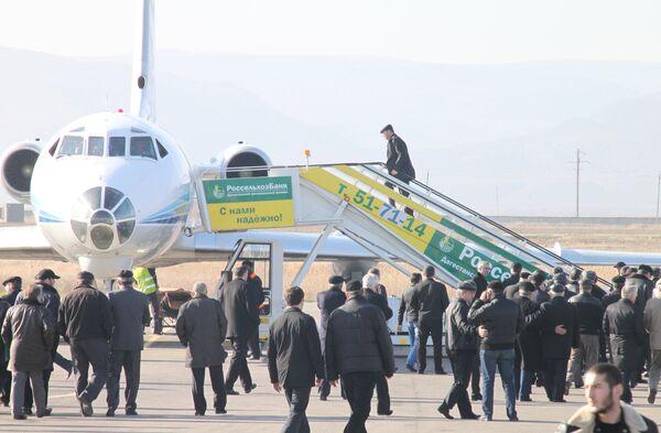 Самолет с телами погибших при аварийной посадке Ту-154 в Москве прибывает в Махачкалу