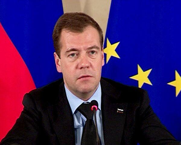 Медведев: вопрос об отмене виз между РФ и ЕС сдвинулся с мертвой точки