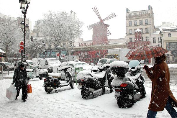 Сильнейший снегопад в Париже