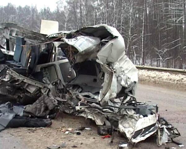 Маршрутка столкнулась с грузовиком под Тулой, восемь человек погибли