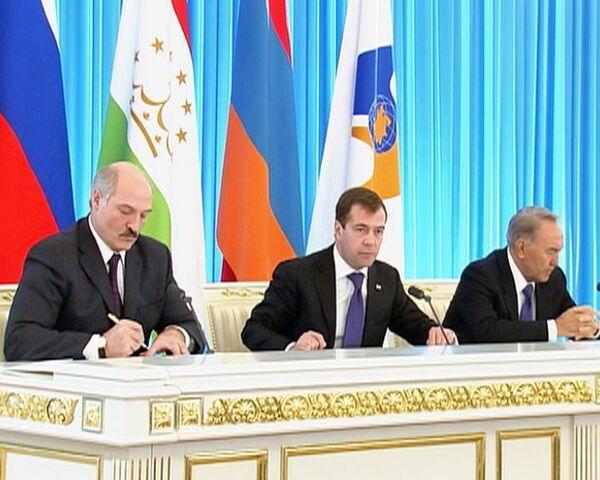 Медведев, Лукашенко и Назарбаев после жарких споров договорились по ЕЭП