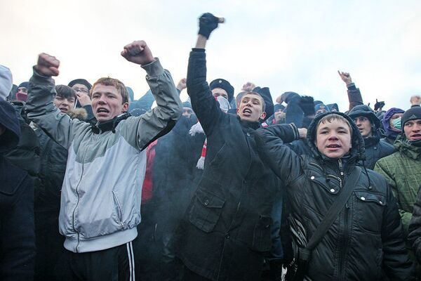 Нынешнее заседание Госсовета стало «объяснительной запиской» по поводу событий на Манежной площади в середине декабря, когда футбольные болельщики и националисты устроили несанкционированную акцию, плавно перешедшую в погромы и избиение нескольких десятков человек