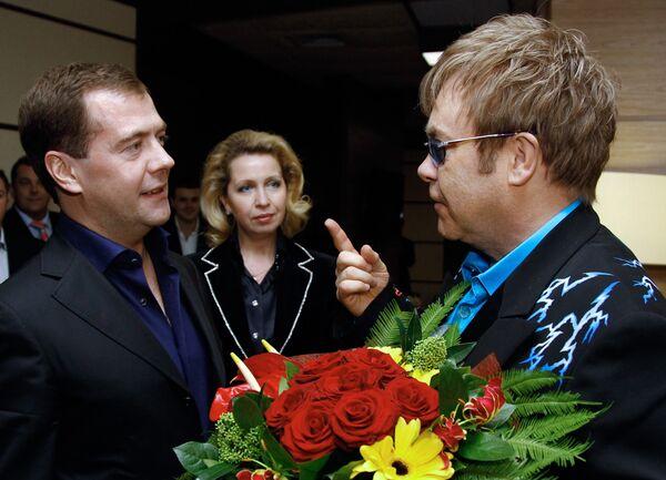 Дмитрий Медведев с супругой Светланой посетил концерт Элтона Джона