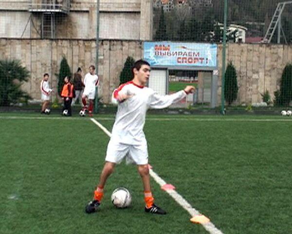 Дети с ограниченными возможностями сыграли с паралимпийцами в футбол