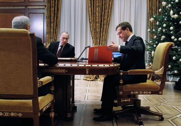 Президент РФ Дмитрий Медведев и председатель правительства РФ Владимир Путин