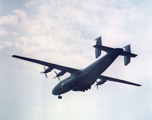 Самолет Ан-22. Архив.