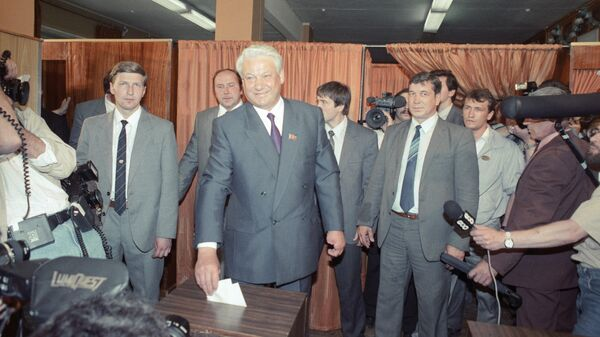 Претендент на пост Президента РСФСР Борис Николаевич Ельцин на выборах Президента РСФСР и мэра Москв