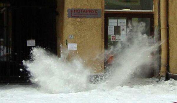 Сосульки и снег в Петербурге