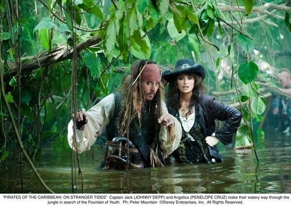 Джонни Депп и Пенелопа Крус в фильме Пираты Карибского моря: На странных берегах