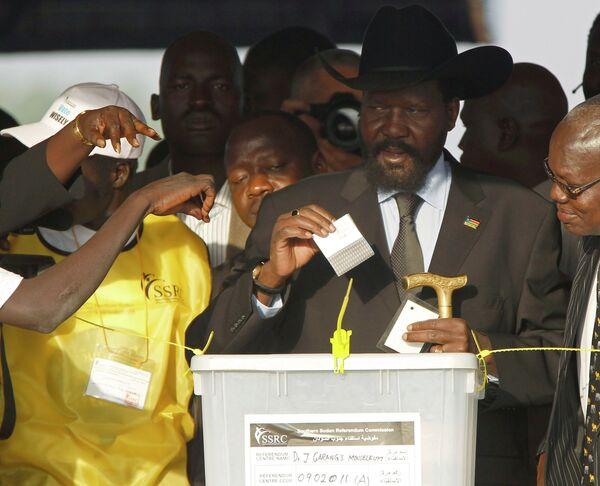 Президент Южного Судана Сальва Киир голосует на референдуме о независимости