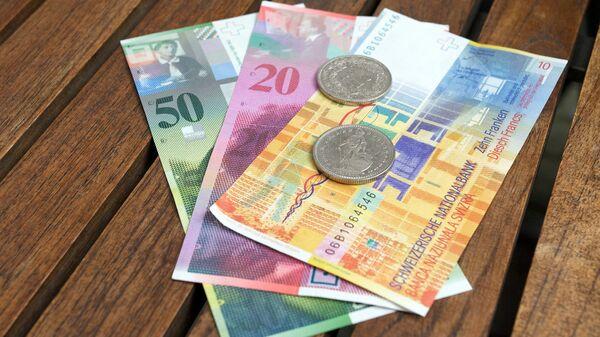 Швейцарские франки, архивное фото