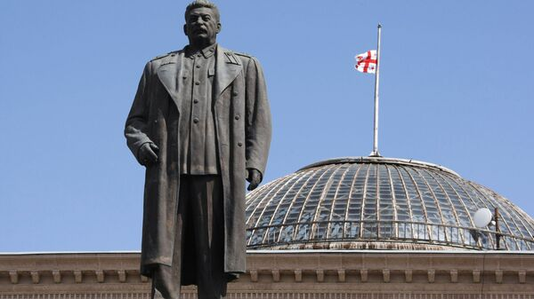 Памятник Иосифу Сталину на центральной площади города Гори. Архивное фото