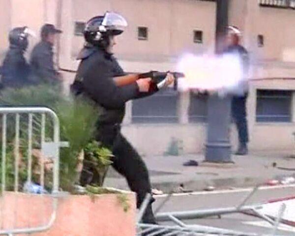 Полиция Туниса применила против демонстрантов слезоточивый газ и дубинки