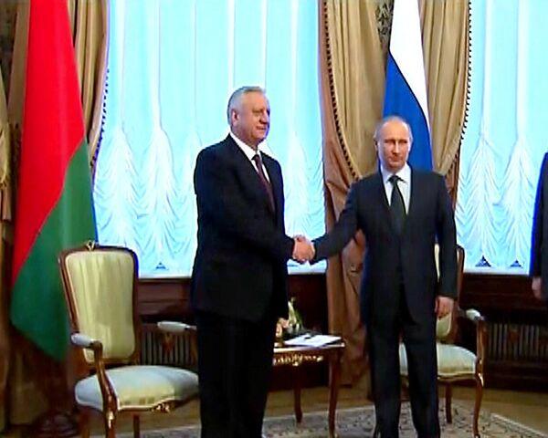 Путин: товарооборот России и Белоруссии выходит на докризисный уровень