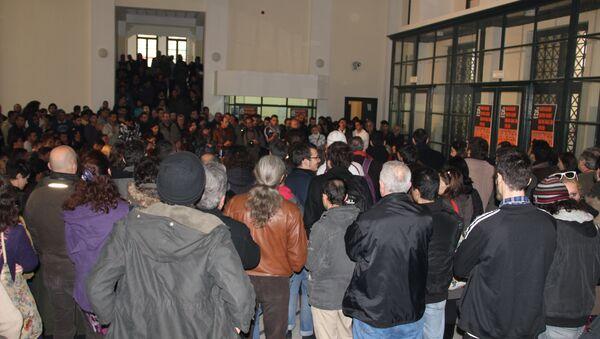 Участники акции незаконных мигрантов, требующие легализации в Греции