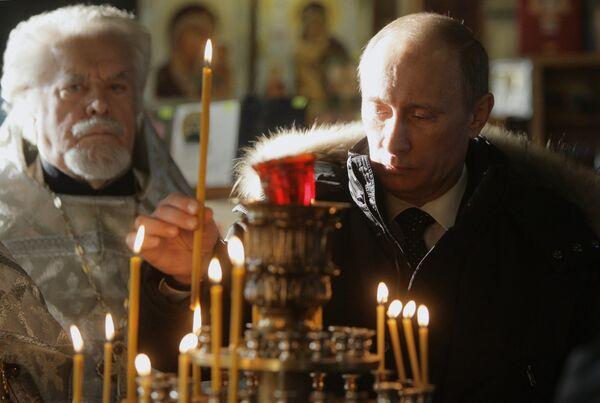 Премьер-министр РФ Владимир Путин посетил храм Троицы Живоначальной на Воробьевых горах