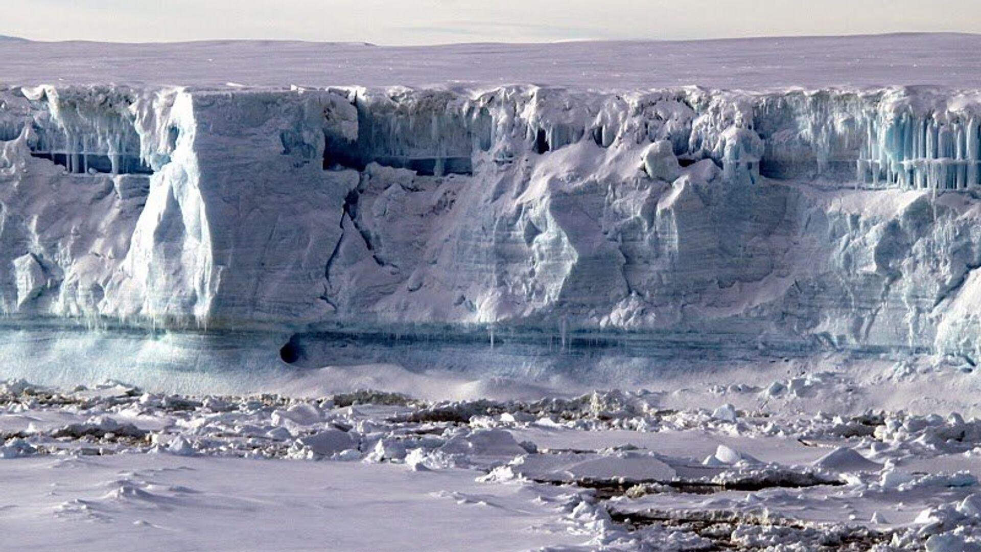 Ученые объяснили внезапное исчезновение озера в Антарктиде