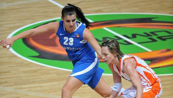Анна Дабович (слева). Архивное фото