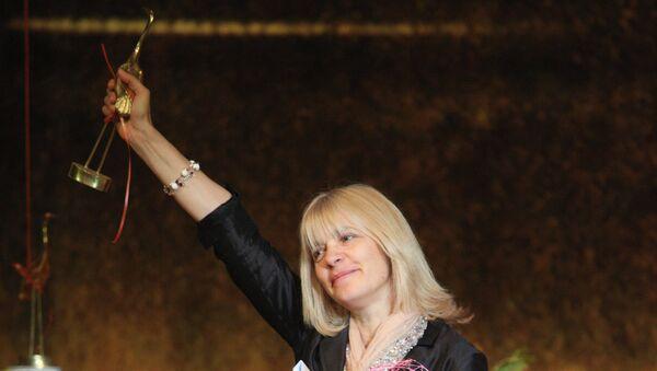 Режиссер Вера Глаголева, получившая приз зрительских симпатий за фильм Одна война, на VII российском кинофоруме Амурская осень.