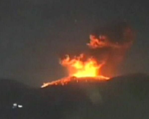 Столб пепла от извержения вулкана в Японии поднялся на несколько километров