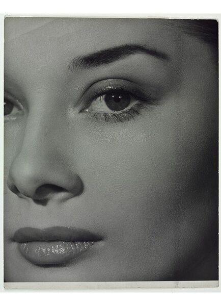 Ангус МакБин. Одри Хепберн,1951. Работа предствлена на фотовыставке ХХ век. Великие мгновения в гламуре