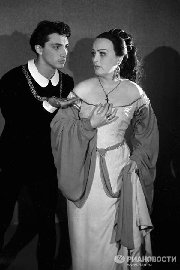 Козаков и Григорьева в спектакле Гамлет