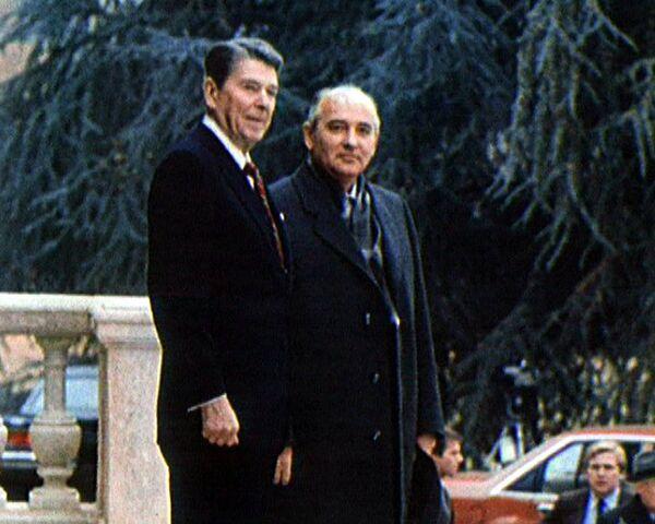 Первая встреча Рональда Рейгана и Михаила Горбачева. 1985 год