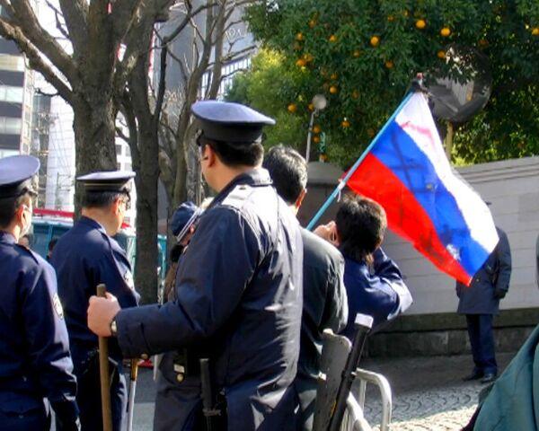 Японские радикалы осквернили российский флаг в центре Токио