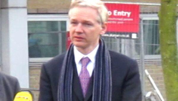 После суда Ассанж выступил перед прессой и сторонниками Wikileaks