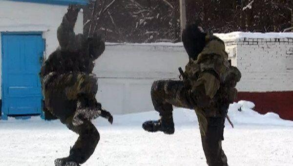Бойцы ОМОН Башкирии показали детям, как задерживать преступников