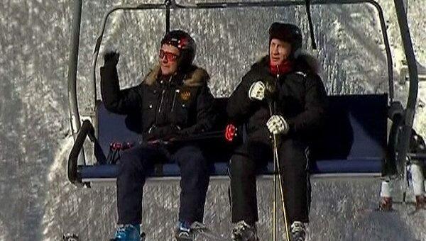 Медведев и Путин вместе прокатились на горных лыжах