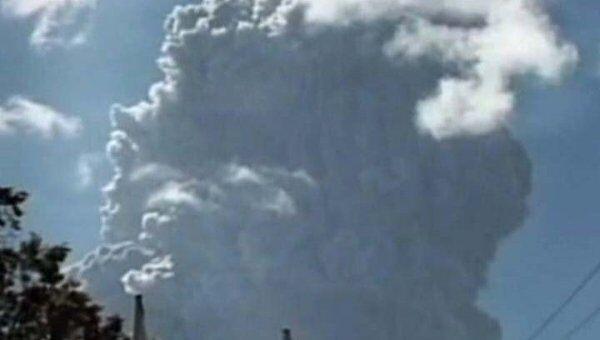 Вулканический пепел накрыл несколько деревень на Филиппинах