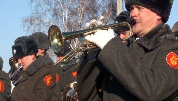 Новая армия отметила День защитника Отечества по-старому