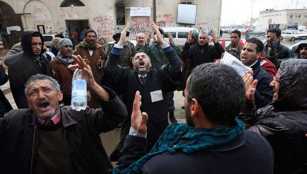 Антиправительственные демонстранты в городе Бенгази