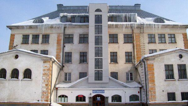 Полуразрушенная школа в Карелии