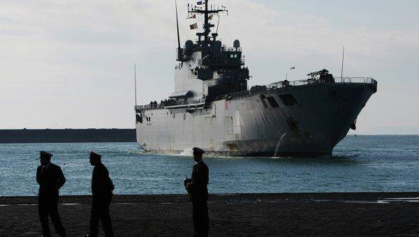 Корабль военно-морского флота Италии Сан-Джорджо, эвакуировавший людей из Ливии