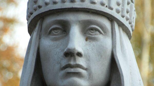 Скульптурное изображение па родине Святой равноапостольной великой княгини российской Ольги