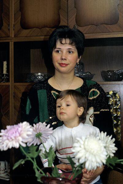 Дочь Юрия Гагарина Галина с сыном Юрой
