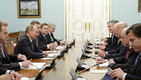Премьер-министр РФ Владимир Путин встречается с Джозефом Байденом в Москве