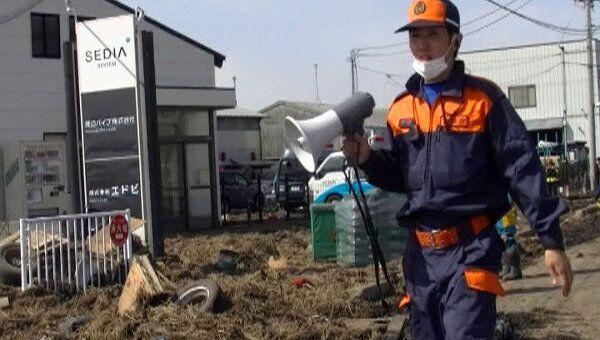 Подземные толчки мешают спасательным работам в японском Сендае