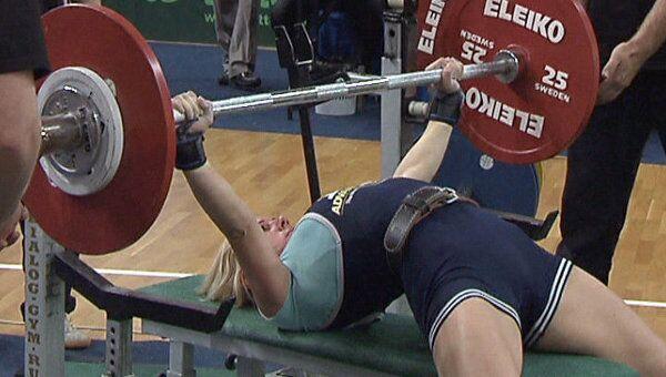 Российские девушки-пауэрлифтеры выжимают более 90 килограммов