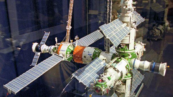 Макет орбитальной станции Мир