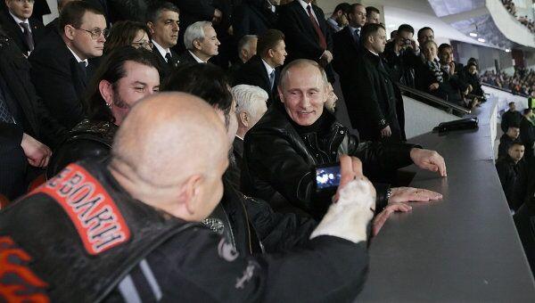 В.Путин встретился с представителями байкерского движения Ночные волки и посмотрел вместе с ними товарищеский матч