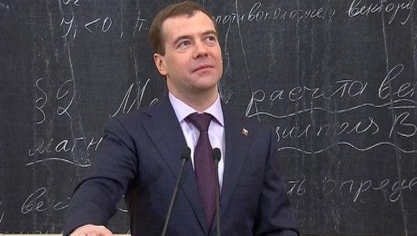 Медведев: жить в общежитии весело, но заниматься наукой трудно