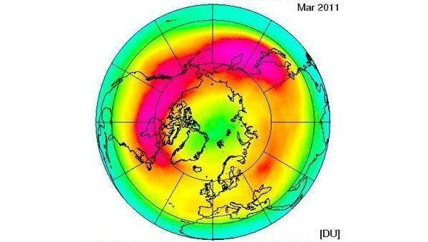 Общее содержание озона в Арктике в марте 2011 года