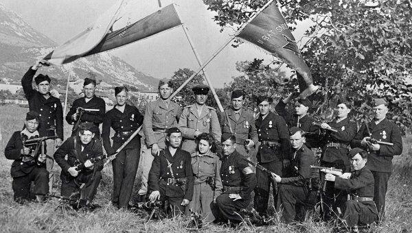 Группа советских партизан. Архивное фото