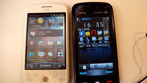Телефоны HTC и Nokia. Архивное фото
