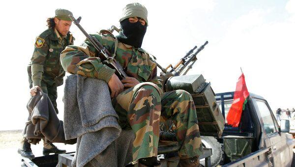Ливийские повстанцы на дороге между Адждабией и Марсой-эль-Брегой
